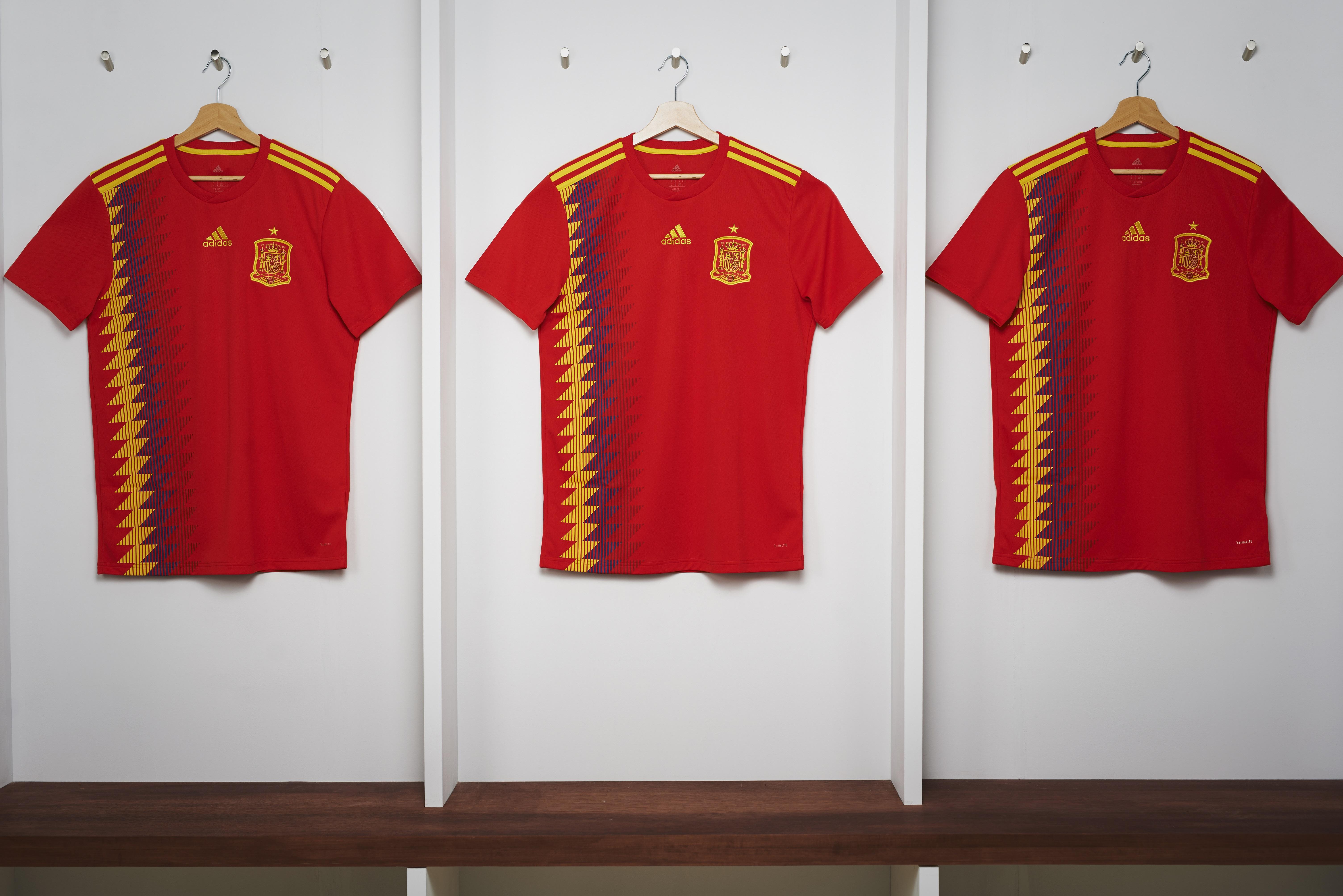Das aktuelle Spanien WM Trikot 2018 von adidas.