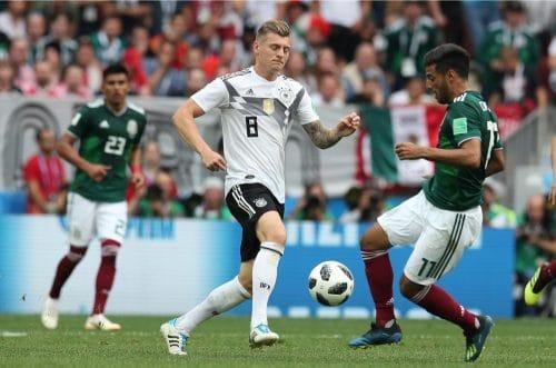 Toni Kroos mit der Rückennummer 8 beim 1.WM-Spiel gegen Mexiko am 17.6.2018 (Marco Iacobucci EPP / Shutterstock.com)
