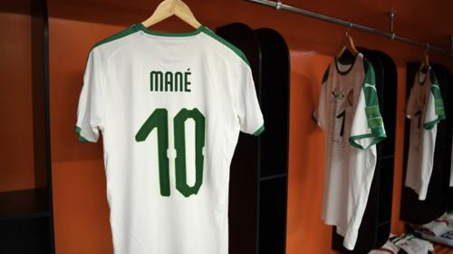 Das Mané Trikot mit der Rückennummer 10 vior dem Wm-Spiel gegen Japan.
