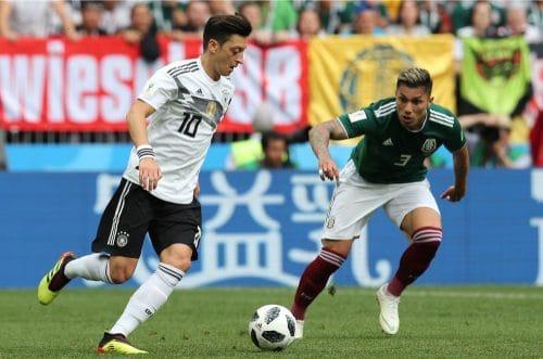 Mesut Özil mit der Rückennummer 10 beim 1.WM-Spiel gegen Mexiko am 17.6.2018 (Marco Iacobucci EPP / Shutterstock.com)