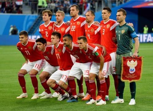 Die russische Mannschaft beim 2.Gruppenspiel gegen Saudi Arabien bei der Heim-WM 2018.(Alizada Studios / Shutterstock.com)