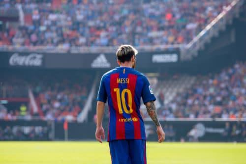 Superstar Leo Messi in seinem Berühmten Barcelona Trikot mit der Rückennummer 10. Photo: Shutterstock.