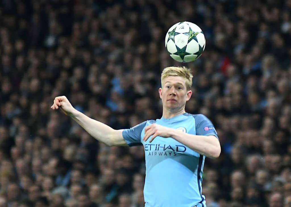 Manchester City Star und Spielmacher Kevin de Bruyne beim Kopfball. Photo: Shutterstock.