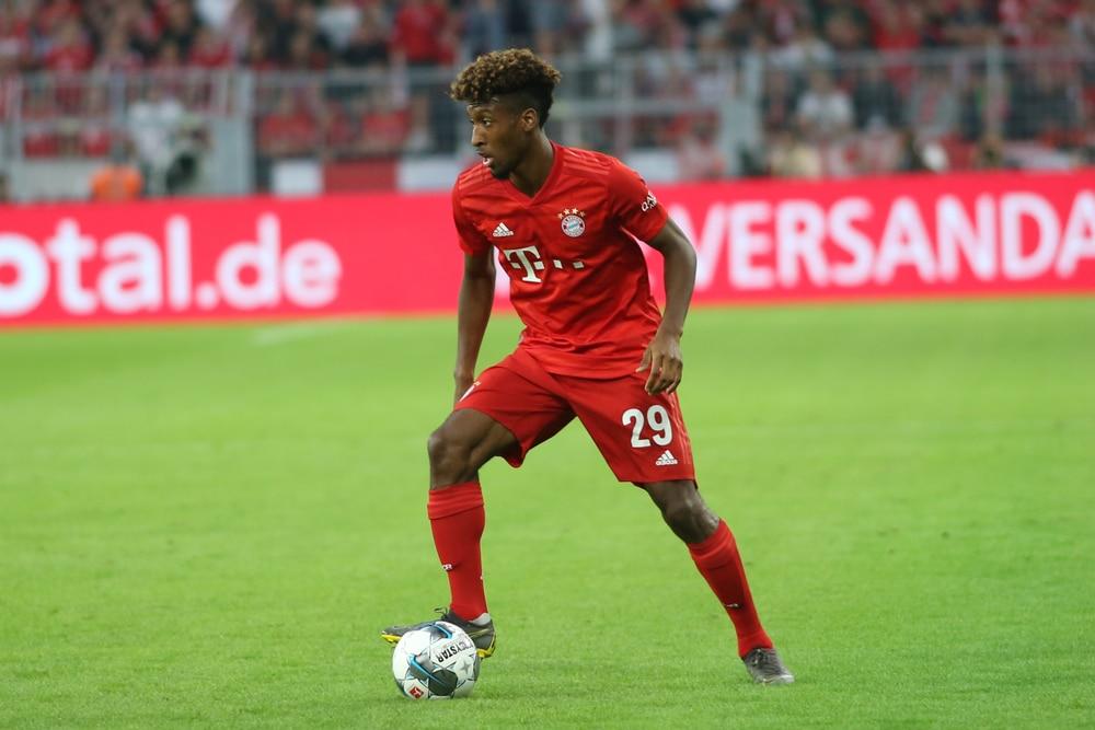 Kingsley Coman beim Supercup 2019 gegen Borussia Dortmund im neuen FC Bayern Trikot 2019 (Foto shutterstock)