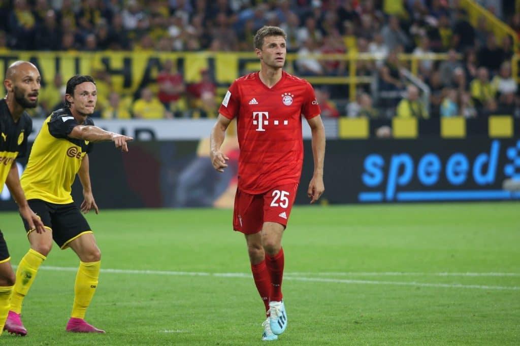 Thomas Müller mit der Trikotnummer 25 im Trikot des FC Bayern München (2019 gegen den BVB) Copyright: Shutterstock